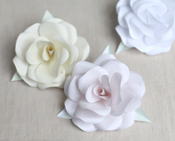 Как сделать большие цветы из белой бумаги своими руками